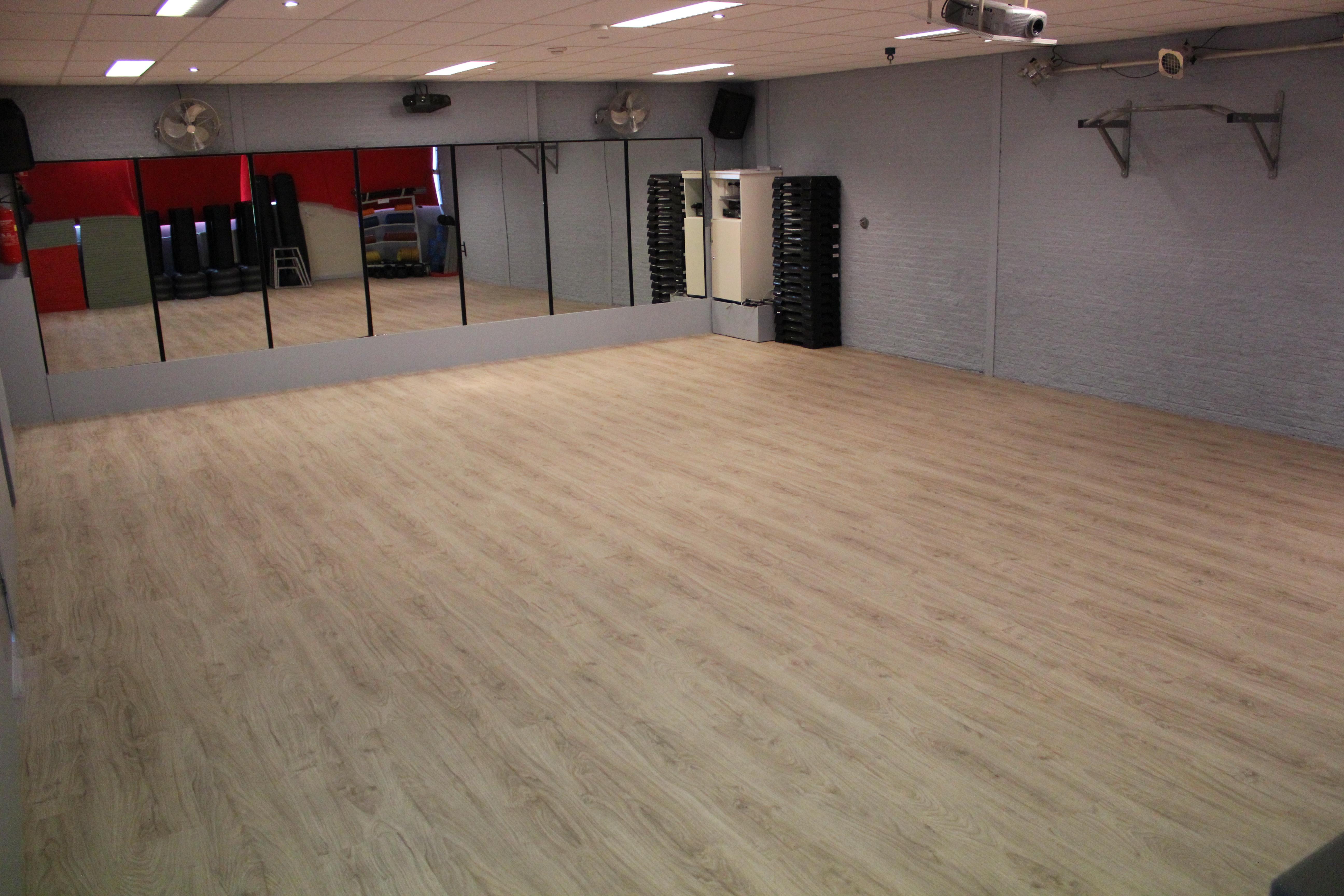 Eiken Pvc Vloer : Pvc vloer sportschool woninginrichting van nuland